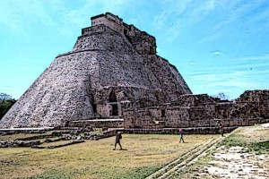 Mayan-Ruins-Pyramid-of-the-Magician-Uxmal